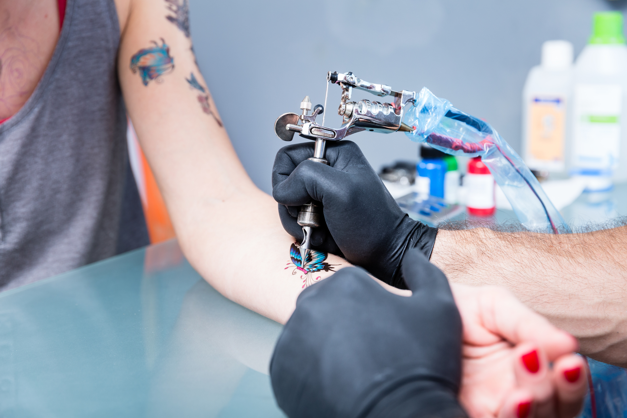 Subtelny Tatuaż Pięć Propozycji Na żebrach Szyi Stopie