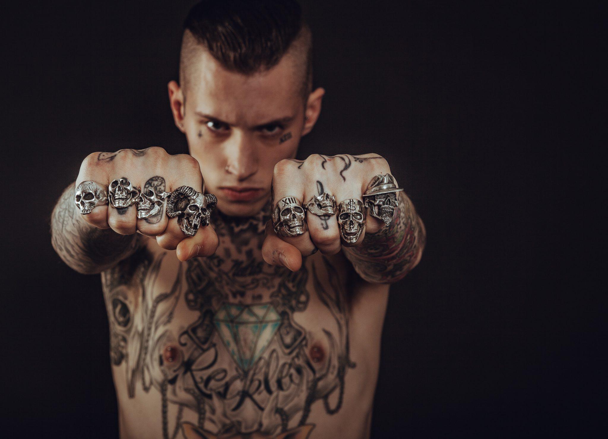 Tatuaże Na żebrach W Praktyce Oraz Pomysły Na Tatuaże Art Line